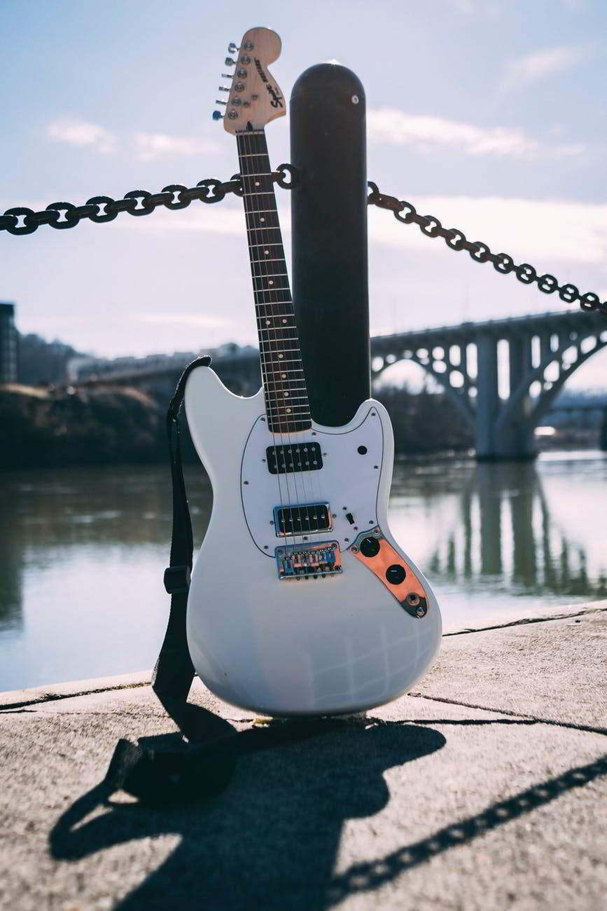 Gambar Gitar Listrik Fender